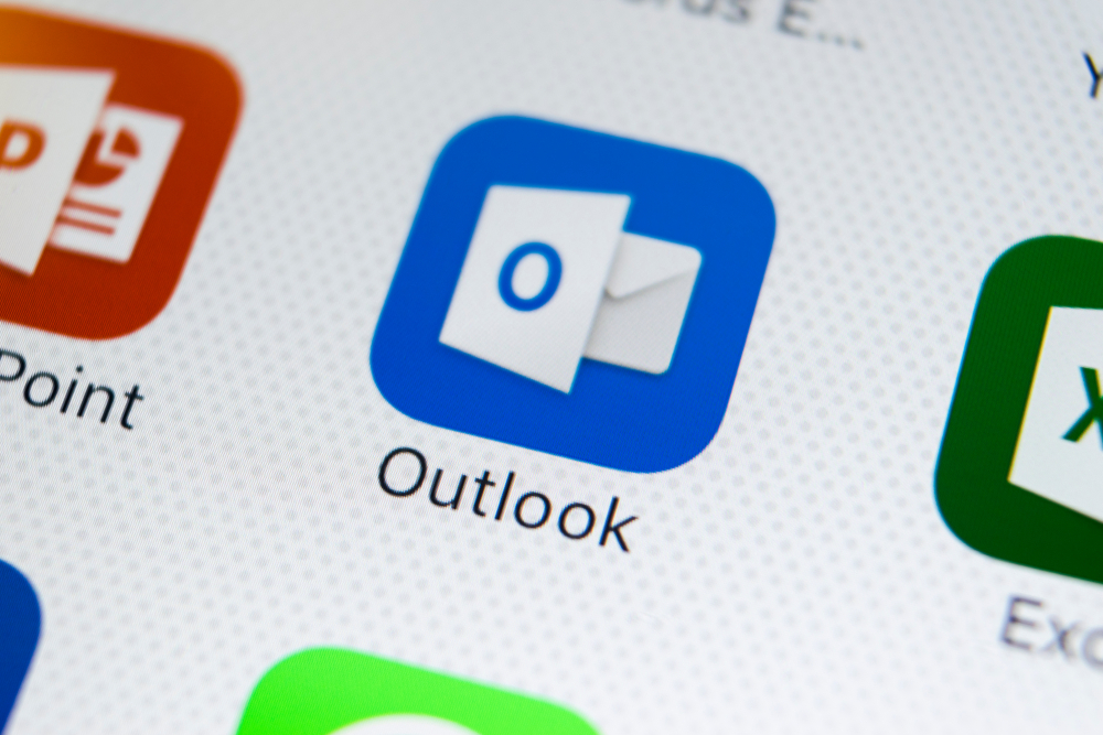 How can Microsoft Outlook Manage Emails?